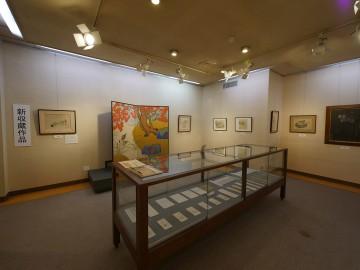 新収蔵作品展は2階に展示