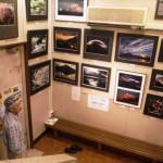 青楓美術館のぶどう畑のアートギャラリーで岩間文洋写真展「畏敬の大自然~富士・花・流水~」が開催中です。