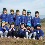 11月2日(木)甲斐国分寺跡において一宮保育園の子どもたちがチューリップ(球根)の植栽を行いました。