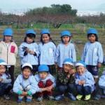 平成29年10月31日(火曜)甲斐国分寺跡において御坂葵保育所の子どもたちがチューリップ(球根)の植栽イベントを行いました。
