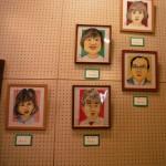 青楓美術館で「似顔絵教室展」開催中です。