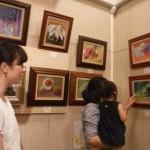 青楓美術館ぶどう畑のアートギャラリー7月の展示は「初油喜会作品展」